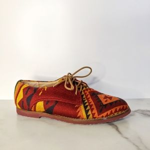 STEVE MADDEN Jazie tribal Southwest print Oxford